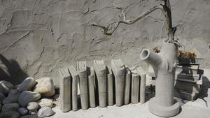 I solen. Ett stilleben av betong.