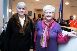 Systrarna Rose-Marie Olsson och Anne-Marie Bärneskär är döttrar till Ellen och Elon Eklund. Mamma Ellen höll i frälsningsarméns sånggrupp i 50 år och både pappa och mamma spelade fiol, berättade de under kvällen.