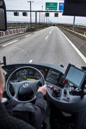 Det behövs fler åtgärder för en trygg och säker arbetsmiljö för busschaufförerna, menar debattören.