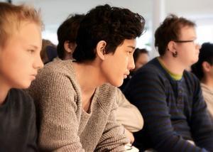 Niek Golverdingen, Ahmad Barbari och Benjamin Olsén Johansson lyssnade uppmärksamt.