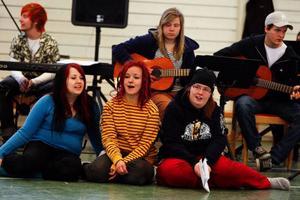 """Sång, musik, dans och drama är huvudingredienserna i Vittra-esteternas uppsättning av """"En midsommarnattsdröm""""."""