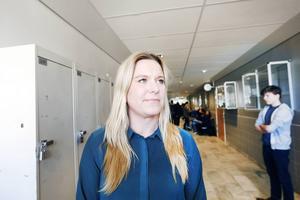 Anna Leima, rådgivare på Swedbank utbildar ungdomar i privatekonomi genom projektet