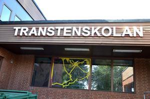 Krossad ruta. Ett två gånger två meter stort fönster på Transtensskolan krossades den gångna helgen.