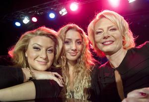 På måndagen presenterades programledarna i 2012 års Melodifestival: Sarah Dawn Finer, Gina Dirwani och Helena Bergström.
