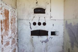 Bakugnen vittnar om att huset är gammalt.