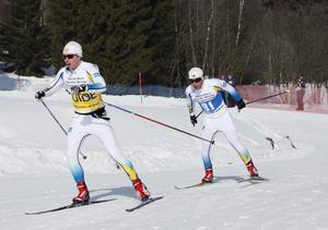 Zebastian Modin och hans följeslagare Johannes Andersson under sprintloppet.