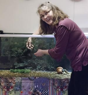 Sedan några månader tillbaka erbjuder Carina Keisanen fiskpedikyr.