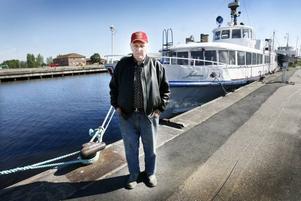 Ingmar Gudmundssons fartyg Juliana drev rakt ut i ån när någon hade lossat på tamparna.