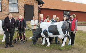 PRO Hedemoras hemliga resa stannade bland annat vid Lasse Åbergs museum där man förutom skådade konstgjorda kor fick veta mer om Musse Pigg.
