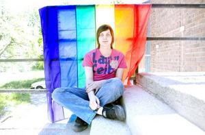 """KOMMA UT. Johan Ganz har varit öppen homosexuell sedan han var 13 år. """"Om du känner dig redo att komma ut, tala                 först om för din närmaste vän eller någon som du litar på eller skriv ett brev. Då känns det kanske lättare."""""""