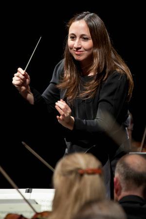 Joana Carneiro leder Gävle symfoniorkester i kväll torsdag.