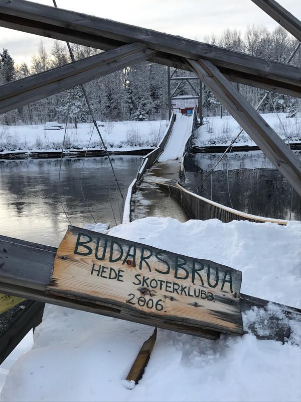 Bron, som invigdes hösten 2006, rasade under torsdagen.