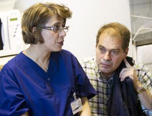 Läkaren Jinan Al-Rahma och Gunnar Gustafsson, överläkare i kardiologi inom Landstinget Gävleborg.
