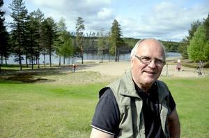 Tar över. Per Arne Lemnell är aktiv i föreningen Ramsberg som tar över skötseln av Ölsjöbadet i sommar. Föreningen vill också utveckla området och har sökt 200000 kronor från kommunens landsbygdspengar.