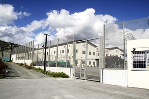 Det nybyggda förvaret Menoyia detention center är en klar förbättring sedan tidigare då asylsökande låstes in på polisstationer och fängelset Central prison i Nicosia.