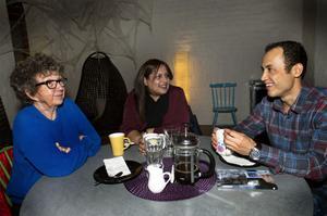Det är jätteviktigt att någon lyssnar. Esmat Nabi hade Azita Ghiasvand som god man när han som ensamkommande flyktingbarn kom till Sundsvall från Afghanistan. Det märker man när man läser Monica Zaks bok där Esmat berättar sin historia.