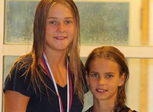 Amie Molin Richtnér och Helmi Swanson, totalsegrare i F 14 respektive F 11 och yngre SUSS.
