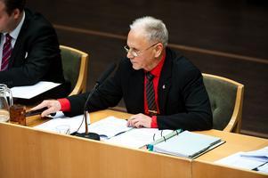 Karl-Erik Pettersson, kommunfullmäktiges ordförande, anser att de sex p-rutonra för vinterparkering som planeras längs Falugatan inte är förenligt med det beslut fullmäktige tog för drygt ett år sedan.