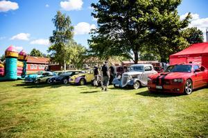 Fina bilar stod framme för utställning.