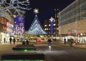 Så kan det bli. Pedersens har en idé om hur Västerås nya julbelysning skulle kunna se ut med ljusa lampor och slingor i form av julgranar som svävar över korsningarna.