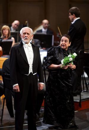 Hovsångarna Erik Saedén och Margareta Hallin uppträdde först om det rara seniora kärleksparet Susanna och Figaro i Figaros bröllop, senare som romanssångare