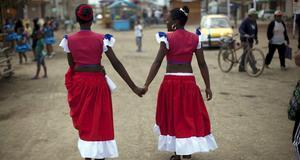 Norma Vargas Portillo och Milagros Gallardo ska utföra en traditionell afro-peruansk dans under firandet av helgonet Santa Efigenia.