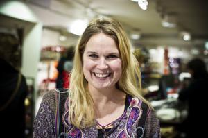 – För butiken är det bra att få rensa ut på lagret samtidigt som kunderna fyndar, menar Kristine Kareståhl, butikschef på Indiska, och så är det de roligaste jobbveckorna på hela året.