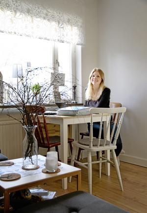 """Viktigt med rätt känsla. """"För mig var det viktigt att få känslan av att det är en riktig lägenhet även om den är liten"""", berättar Maria Nilsson om hur hon inrett sin 18,6 kvadratmeter stora etta.   Foto: Helena Bergenhamn"""