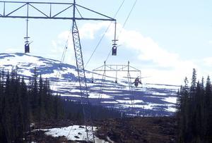 Bygget av Svenska Kraftnäts 400 kV Nealedning mellan Järpströmmen och Nea.