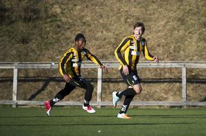 Destin Meshe gick via Friska Viljors pojklag till a-laget. Nu har nio Ö-viksklubbar inlett ett samarbete för att ge killar bra stöttning för att kunna satsa på fotbollen. Foto: JENNIE SUNDBERG/ARKIV