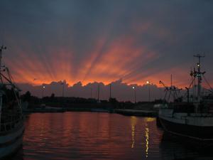 Vacker solnedgång!Vi fick en mycket vacker och speciell solnedgång i fiskehamnen Vändburg, Gotland.