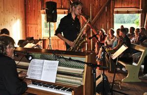 En stilla jazzkväll på logen, med Jutterström Trio och gästsolister. Erik Anders-gården i Asta gav den perfekta miljön. Johan Jutterström på trumpet.