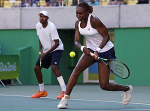 Venus Williams i par med Rajeev Ram förlorade den helamerikanska mixedfinalen mot Jack Sock och Bethanie Mattek-Sands.