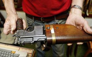"""En pistol som blir ett gevär när hölstret blir bakstycke. """"Ett unikt vapen"""", säger Felix."""