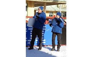 Olle och Ingrid Andersson välkomnade barnen in i mål.