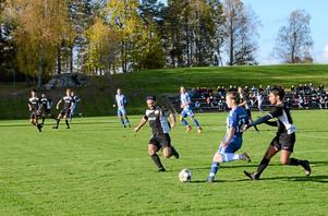 Kvalmatch. Förra lördagen möttes IFK Askersund och Pars FC i första kvalmatchen hemma på Solberga IP. I dag är det dags för returmötet i Örebro.Foto: Veronica Svensson