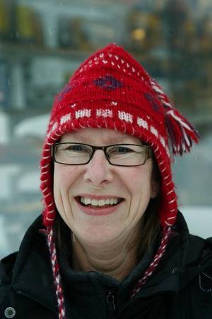 Mona Olsson, 52 år, Hede:– Ja, det tycker jag. Nu är det verkligen  läge att rädda så många jobb som möjligt här i landet.
