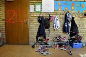 Smutsen i skolan ligger bakom tröttheten hos eleverna, skriver insändarskribenten.