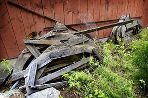 10. Mallar till träbåtar som håller på att vittra sönder. Här i verkstaden i Hålsänge byggdes 200 träbåtar.