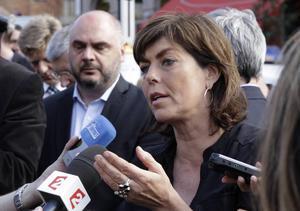 Inrikesminister Joelle Milqueta pratar med media efter den brutala hatattacken.