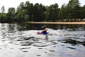 Många av simmarna tyckte att vattnet var aningen för kallt.