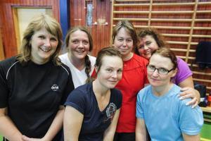 Monica Sånnemark, Alexandra Agerberg, Natalie Edfeldt Werme, Helene Marberg, Laila Hanning Sundberg och Marit Wahlström är deltagare i kursen som ska lära dem mer om badmintonsporten.