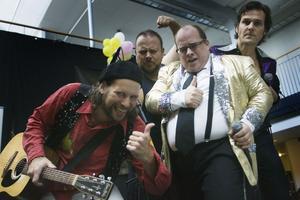 Lars Vegas trio spexade för tidningens fotograf.