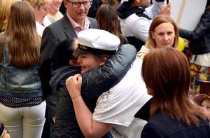 Bobergsgymnasiets avgångselever lämnade i dag skolan under känslosamma former.