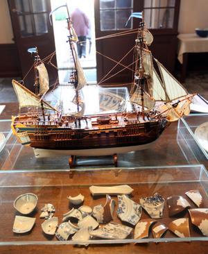Ostindienfararen Götheborg gick på grund med stor last. En hel del av vrakgodset har Lars tagit hand om.