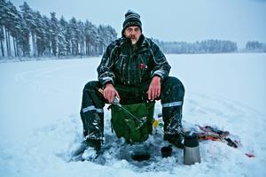Att klä sig varmt är viktigast på vintern. Liksom att känna till isens tjocklek.