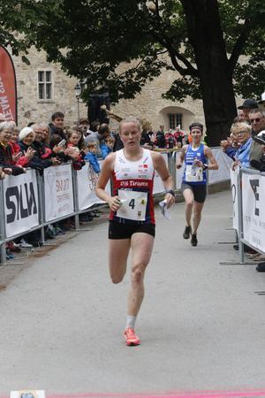 Josefin Tjernlund sprang in tid på sista sträckan och ordnade fjärdeplatsen åt OK Tisaren.