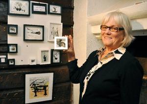 Järpenkonstnären Ulla-Britt Olander visar sina miniatyrtryck på Galleri Södergården i Undersåker. Hon ställer även ut på biblioteket i Järpen.