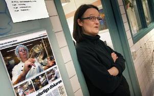 Elisabet Lundberg Liss, är menyplanerare. – Vi har rullande meny i sju veckor, säger hon. De uppdateras hela tiden. – När det kommer nya rekommendationer från Livsmedelsverket, säger hon. Elisabet har jobbat vid Falu lasaretts Kostservice i 28 år, men haft olika sysslor. Foto: Staffan Björklund