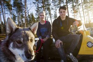 Med intressen som kräver plats bor Teresia Olsson och Johan Nilsson bra i eget hus i Ramsjö. Även jämthunden Ställa har fått sitt i form av en ny hundgård.
